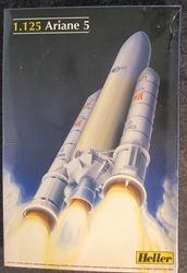 European Space Agency 1:125 scale Ariane 5 Rocket Plastic Model Kit